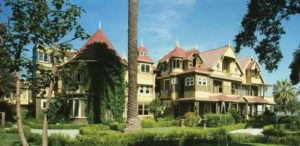 The Winchester Mystery House. Courtesy/Jane Lidz/Library of Congress, Prints & Photographs Division, 571113